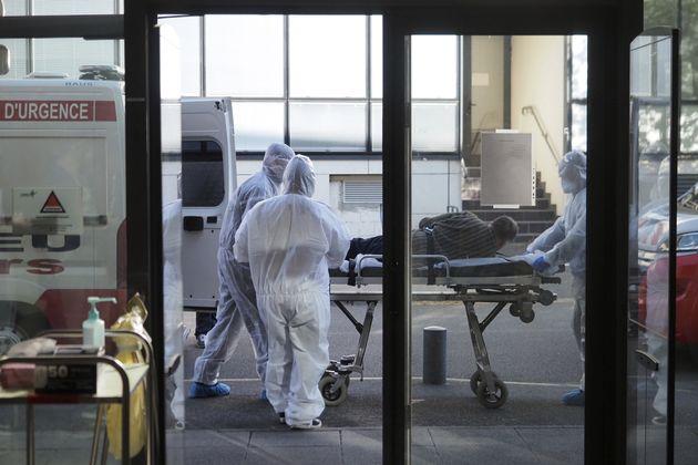 En France, sur les 3523 décès constatés à l'hôpital, environ...