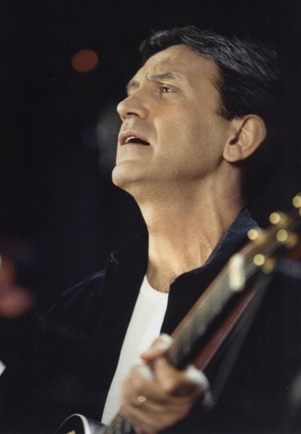 Η μουσική παράσταση «... και με φως και με θάνατον ακαταπαύστως» με τον Γιώργο Νταλάρα σε σκηνοθεσία...