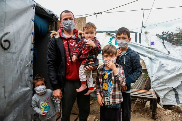 Γιατροί προειδοποιούν για πανδημία κορονοϊού στη Μόρια με χιλιάδες