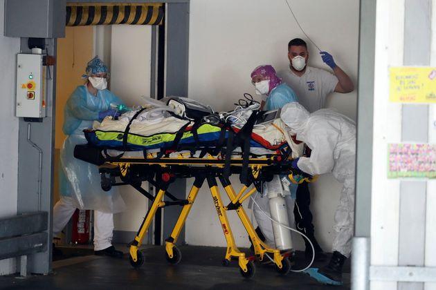 Ce car avec à son bord huit patient atteints du coronavirus devait rejoindre