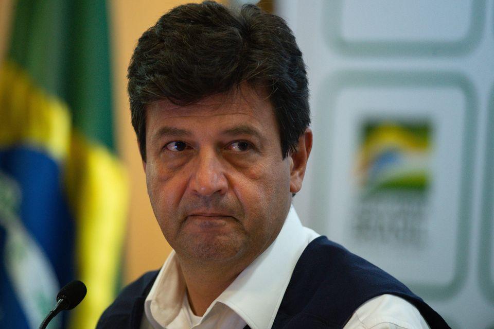 Com o avanço da doença no Brasil e, por outro lado, a resistência de Bolsonaro em...