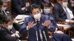 Au Japon, les deux masques par foyer prévus par le premier ministre passent