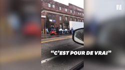 À New York, un chariot élévateur et un camion réfrigéré pour transporter les