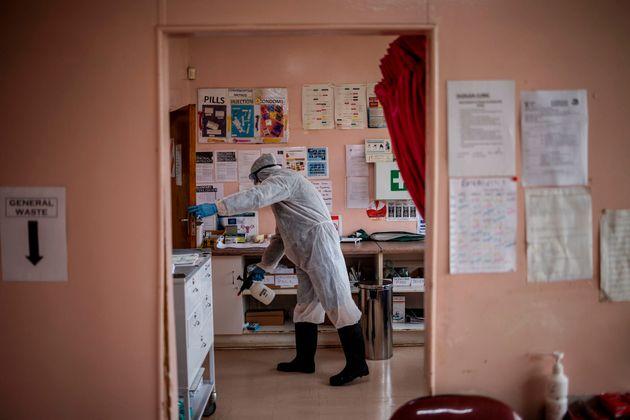 Les hôpitaux africains ont peu de ressources et cela risque de poser problème si l'épidémie...