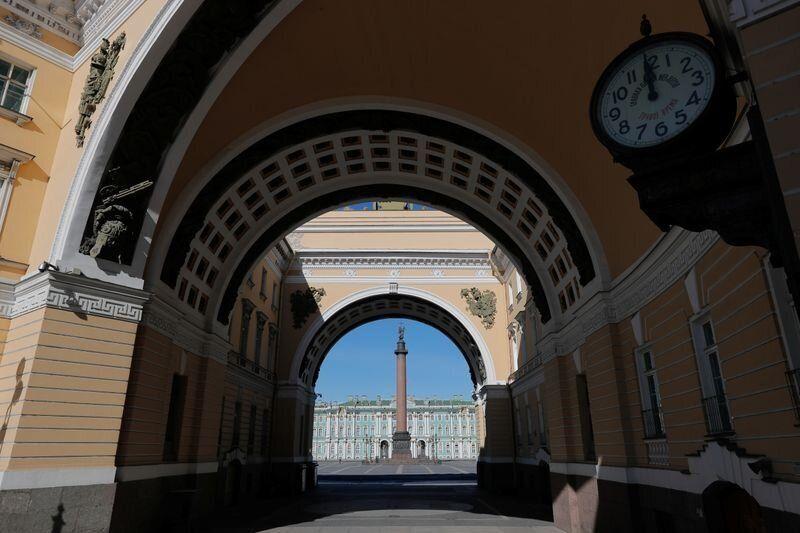 Πλατεία Παλατιού, Αγία...