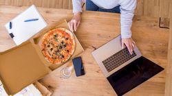 Πως να τρώμε υγιεινά ενώ δουλεύουμε στο σπίτι λόγω