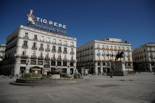 La Puerta del Sol, en el centro de Madrid, desértica durante el estado de