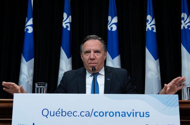 François Legault a indiqué en conférence de presse que les policiers avaient reçu...