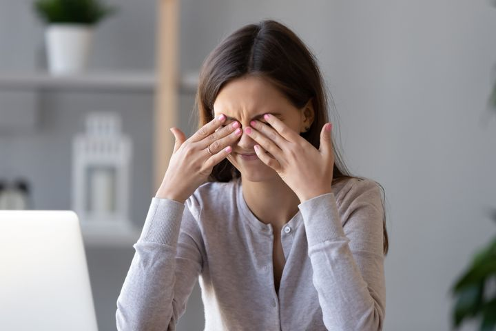 Όταν κοιτούμε την οθόνη του υπολογιστή για ένα μεγάλο χρονικό διάστημα, τα μάτια εργάζονται πιο σκληρά.