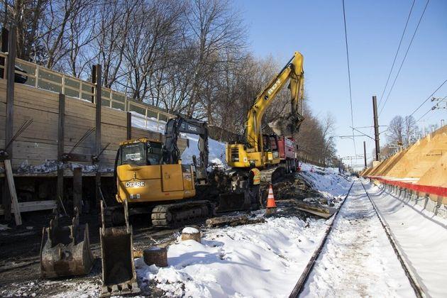 Les travaux à la future station Canora à Montréal en février