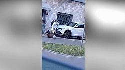 Medico litiga con paziente 87enne e lo prende a schiaffi e calci in strada nel