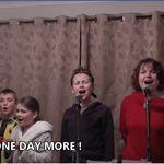 外出禁止の悲哀、6人家族が「レ・ミゼラブル」名曲で替え歌に➡︎面白すぎて大反響