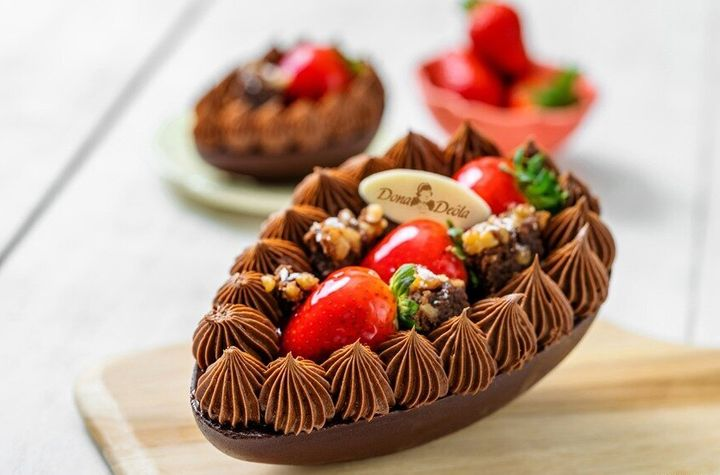 Ovo Brownie com Creme de Nutella e Morangos é lançamento da Dona Deôla nesta Páscoa.