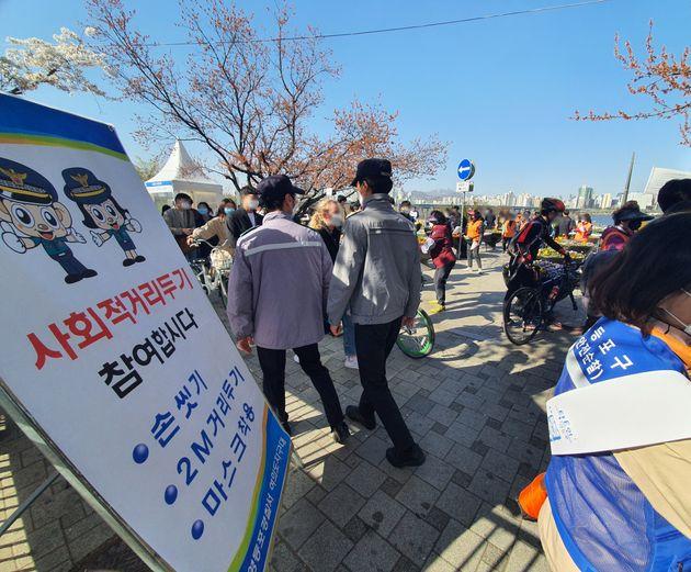 4일 오후 서울 지하철 5호선 여의나루역 2번 출구