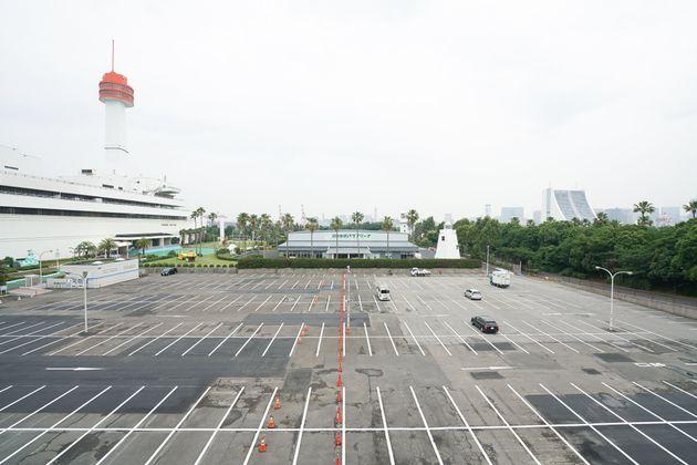 パラアリーナ前の駐車場