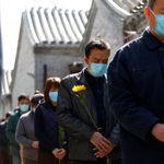 A homenagem silenciosa da China às vítimas e os mártires do coronavírus em 11