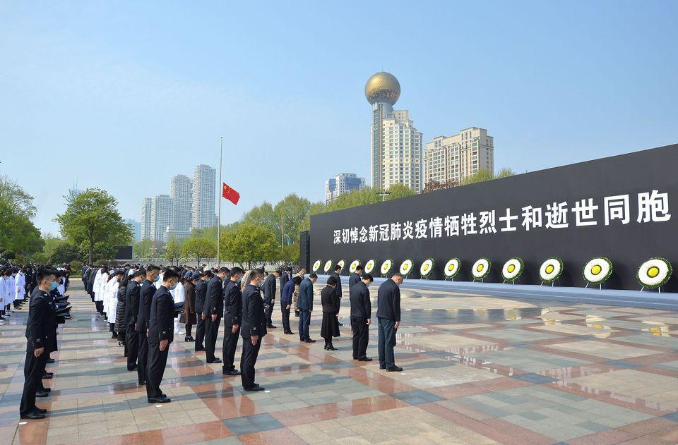 A homenagem silenciosa da China aos 'mártires' contra o