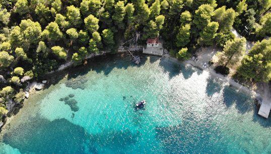 Κάλαμος: Ένα μαγευτικό νησί του Ιονίου, σταθμός για την Ελληνική