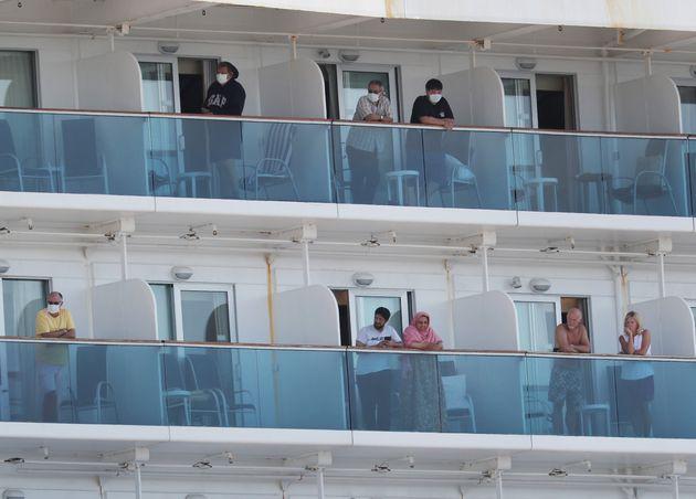 La Coral Princess attracca a Miami con due morti a bordo e diversi contagiati da