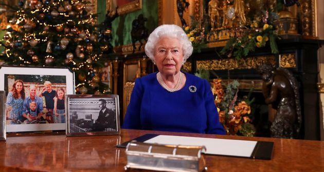 La reine Elizabeth II, ici lors de son allocution de Noël le 24 décembre, va s'adresser aux...