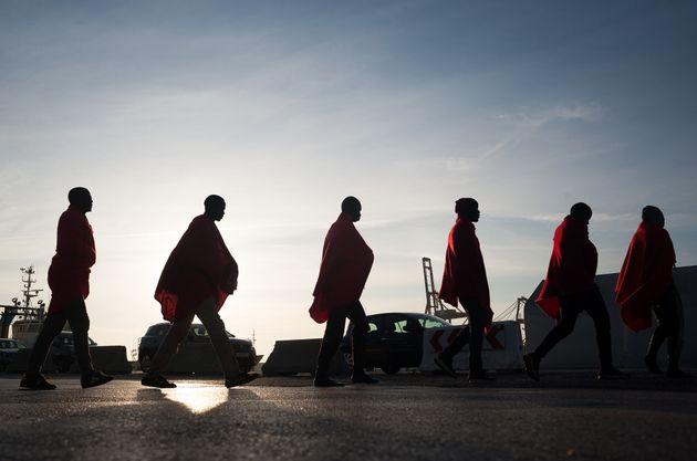 Migrantes subsaharianos tras ser rescatados por Salvamento Marítimo, en Málaga, hace dos