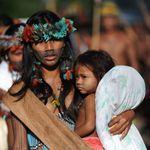 «Ή θα κολλήσουν ή θα πεινάσουν» - Ο κορονοϊός απειλεί με εξαφάνιση τους ιθαγενείς του