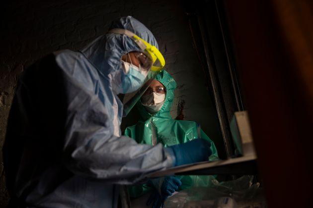 Λίο Βαράντκαρ: Ο πρωθυπουργός που επιστρέφει στην ιατρική για να βοηθήσει στην καταπολέμηση του