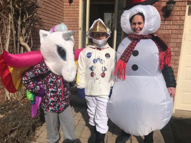 Poppy, Atlas et Kat dans d'autres costumes