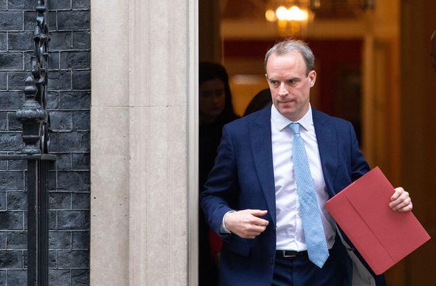 Dominic Raab quitte Downing Street le 6 avril 2020 après le transfert de Boris Johnson en soins