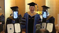 Una universidad japonesa celebra su graduación con