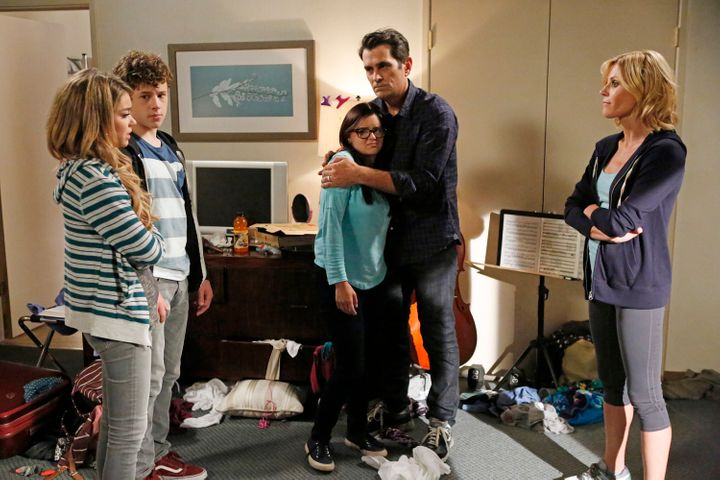 "Sarah Hyland, Nolan Gould, Ariel Winter, Ty Burrell and Julie Bowen in a Season 6 episode of ""Modern Family."""