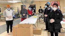 Σιχ Εθελοντές Προσφέρουν Χιλιάδες Γεύματα Κατά Τη Διάρκεια Της Πανδημίας