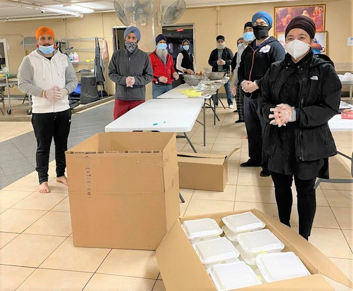 United Sikhs volunteers prepared meals at California'sBuena Park Gurdwara to deliver toThe Courtyard Shelter for