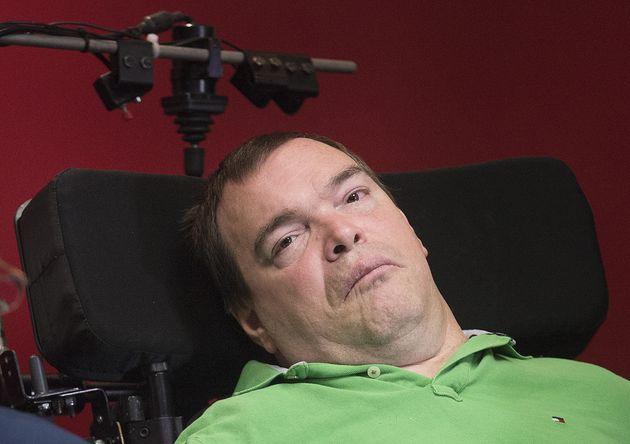 Jean Truchon assiste à une conférence de presse à Montréal (photo