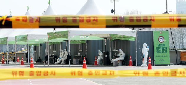 한국의 드라이브 스루 코로나19