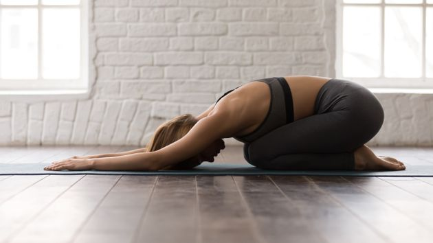 Ο συντονισμός με την αναπνοή και η αίσθηση της γης που υποστηρίζει το σώμα, προσφέρει τη δυνατότητα ηρεμίας.