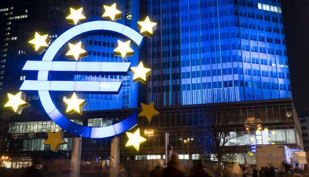 L'Eurogruppo litiga su 500 miliardi, ma la Bce triplica il conto della