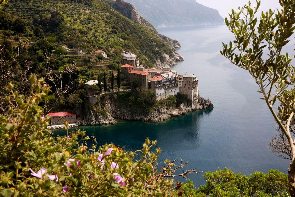 «Αγιο Όρος - Ψηφιακή Εποχή»: Ο σκηνοθέτης Κώστας Αυγέρης για τη νέα σειρά ντοκιμαντέρ και την Αθωνική