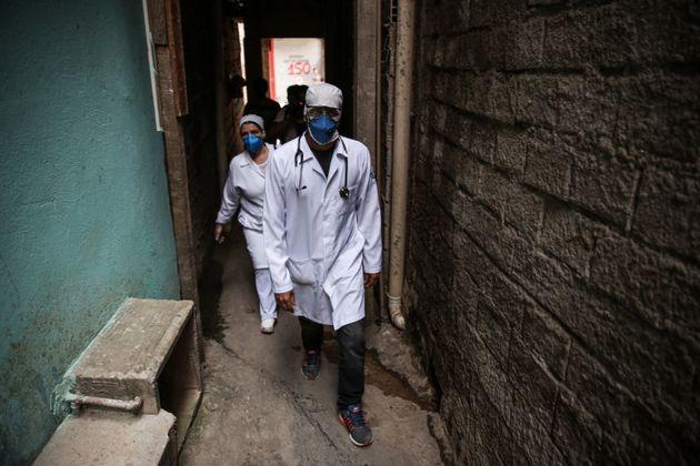 Segundo Ministério da Saúde, na última semana, foram distribuídos 82,6 miltestes...
