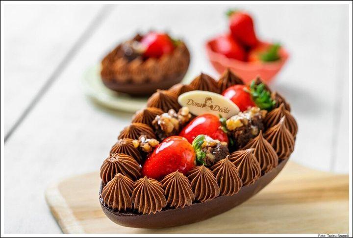 Ovo Brownie com Creme de Nutella e Morango da Dona Deôla