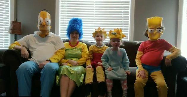 Une famille de l'Ontario recrée le générique d'ouverture des «Simpson» en