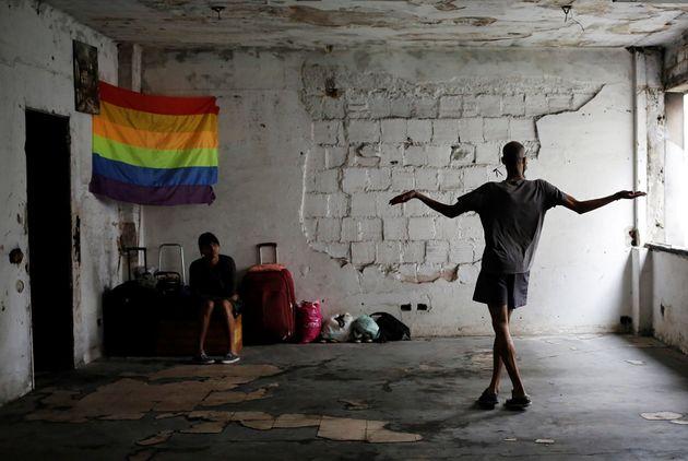 Pessoas LGBT em momento de descontração em ocupação do MST (Movimento dos...