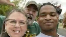 Oma, Die Befreundeten Teenager Nach Irre Danksagung Text Verliert Mann Coronavirus