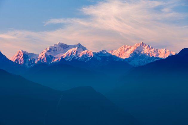 La reducción de polución por el confinamiento permite ver el Himalaya desde la India por primera vez...