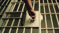 Libérer des détenus pour éviter les éclosions dans les prisons: une bonne