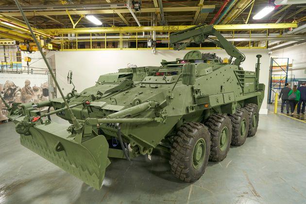カナダ軍によって注文されたものと同様の軽装甲車両の変種が座っています...