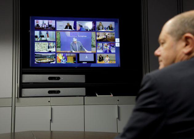 Σκληρός συμβιβασμός στο Eurogroup: Χρηματοδότηση χωρίς