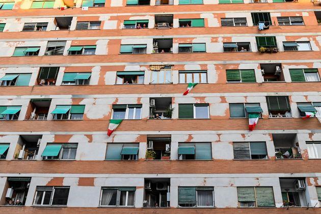 En Italie, la mafia profite du coronavirus pour s'attirer les bonnes grâces des plus pauvres (des...