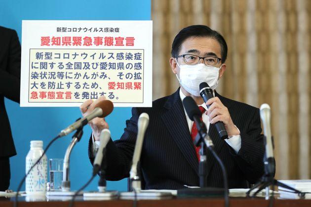 愛知県独自の「緊急事態宣言」を出し、記者会見する大村秀章知事=4月10日午後、愛知県庁