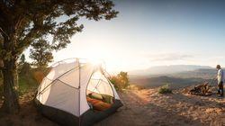 Trascorrono la notte in tenda, poi postano la foto della gita su Instagram: multati due